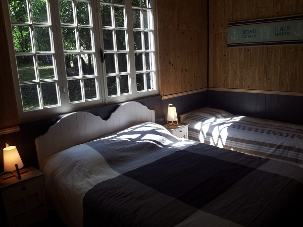 Chambre n° 2 avec lit de 160 et 2 lits gigogne de 90